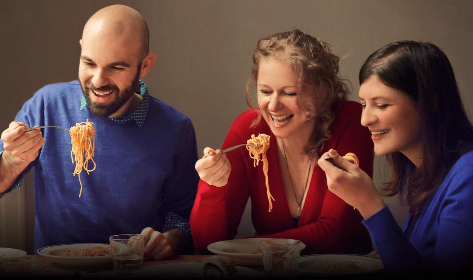 3 people eating pasta