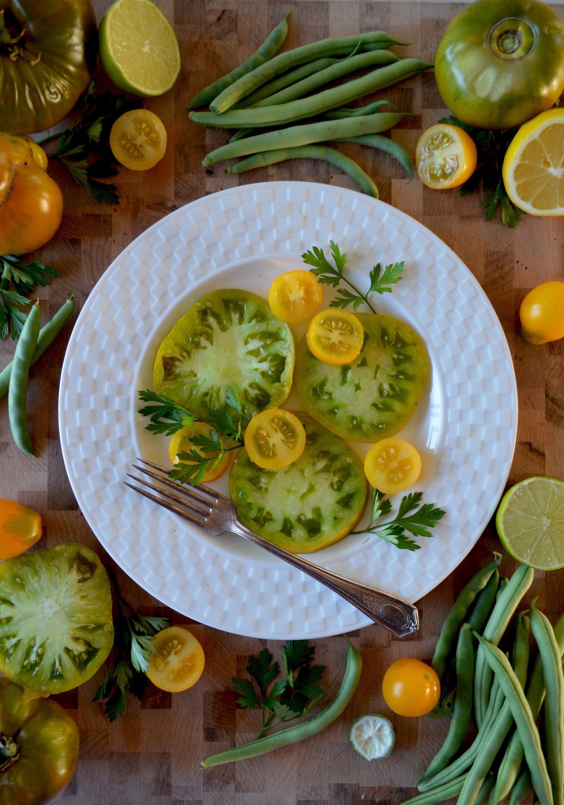 Tomat salat med basilikum dressing