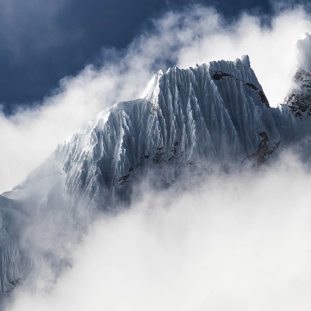 image of mountain peak with cloudes