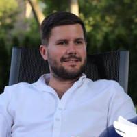 Łukasz Adziński headshot image