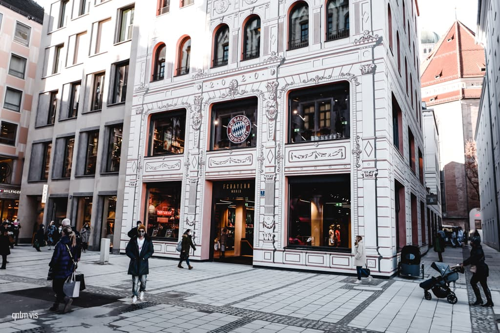 FC Bayern World München Flagship Store Außen