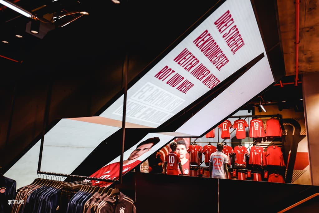 FC Bayern World München Flagship Store LED Treppe