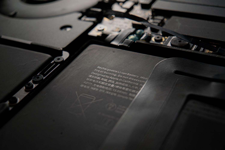 Empreinte carbone des batteries en acide plomb et en lithium-ion