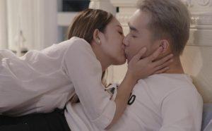 Cách chiều chồng trên giường với nụ hôn đê mê