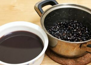 Uống nước đậu đen ninh nhừ để giảm mỡ thừa