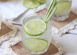 Uống hạt chia giảm cân với nước chanh