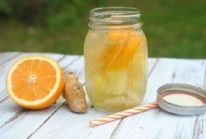 2.Làm nước detox giảm mỡ bụng đơn giản tại nhà từ cam, dứa, gừng