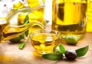 Trẻ hóa da mặt tại nhà với dầu oliu