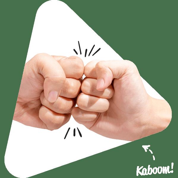 Twee handen die een box doen voor teamwork