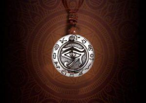Bùa hộ mệnh Horus Amulet là gì