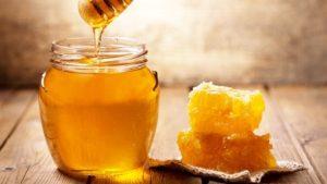 1.Cách trị mụn ẩn dưới da tại nhà bằng thiên nhiên với mật ong
