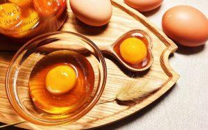 11.Làm sao để hết mụn thâm – sử dụng trứng gà