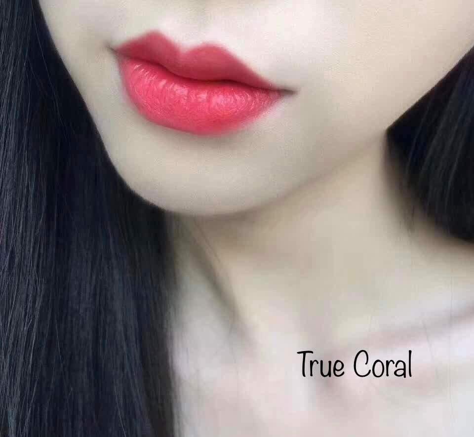 Mau 09 True Coral thuộc dòng Satin, có chất son nhiều dưỡng