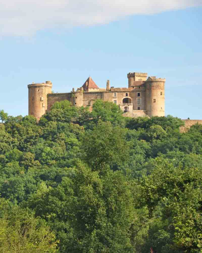 Château de Castelnau près du camping la Bourgnatelle dans le Lot