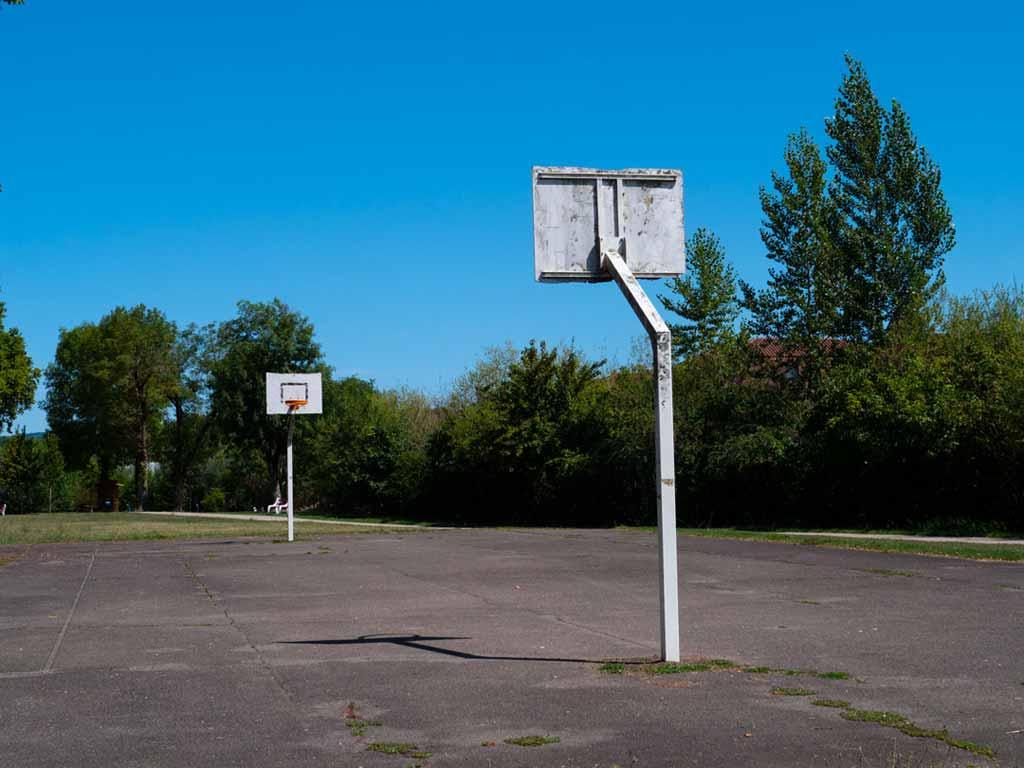 Terrain de basket au camping du Lot