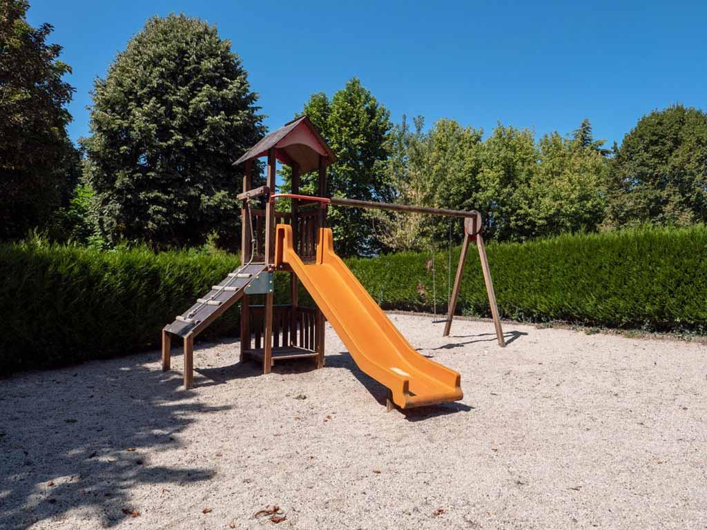 Aires de jeux pour enfants au camping Bretenoux dans le Lot