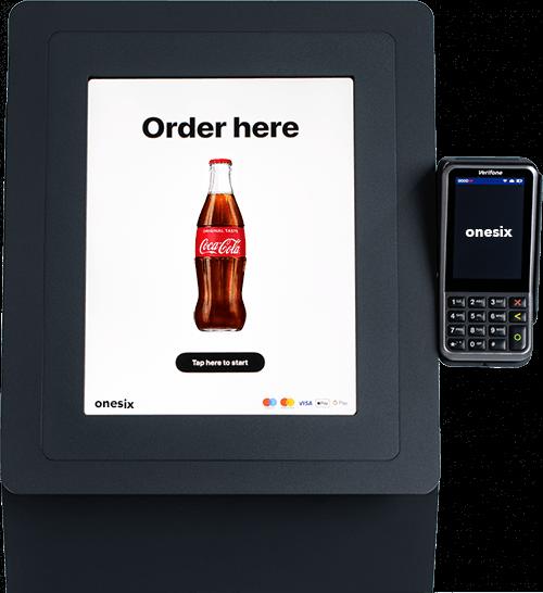 Dit is een afbeelding van de Onesix bestelzuil met de pinterminal. De kiosk is afgebeeld met een coca cola product.