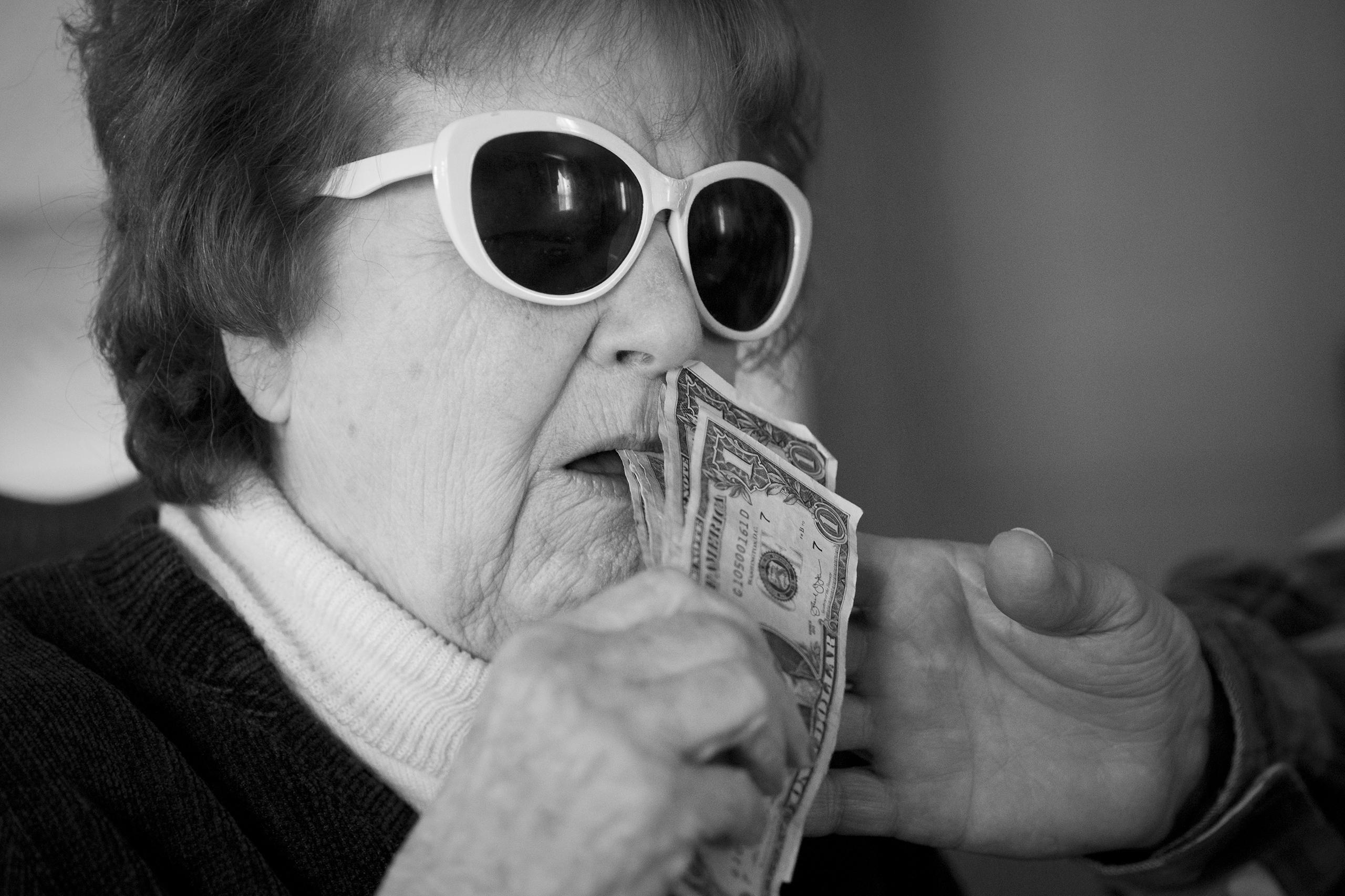 Karen wears sunglasses and tries to eat a handful of money, Ed intercepts