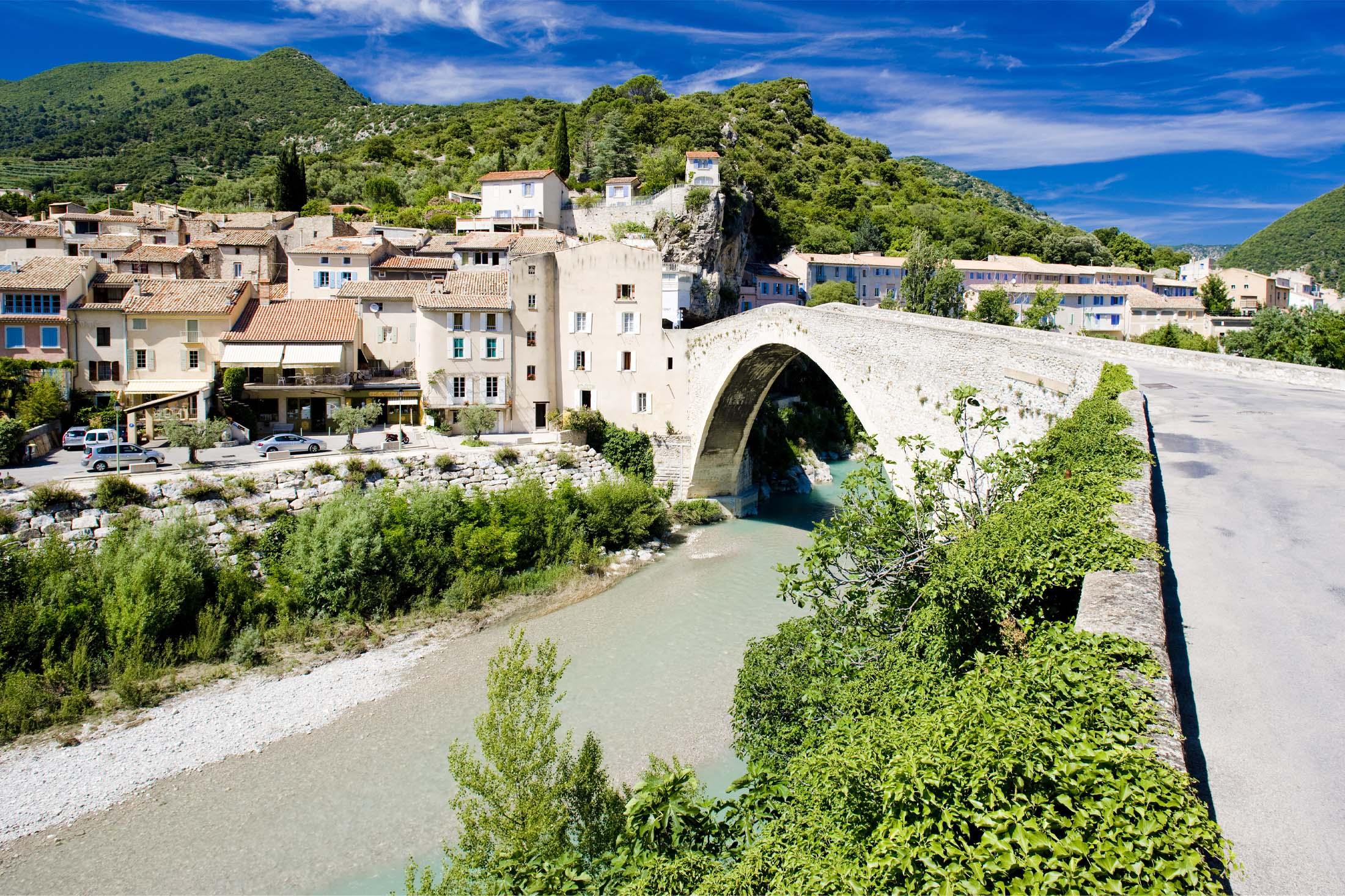 Ville de Nyons en Drôme Provençale