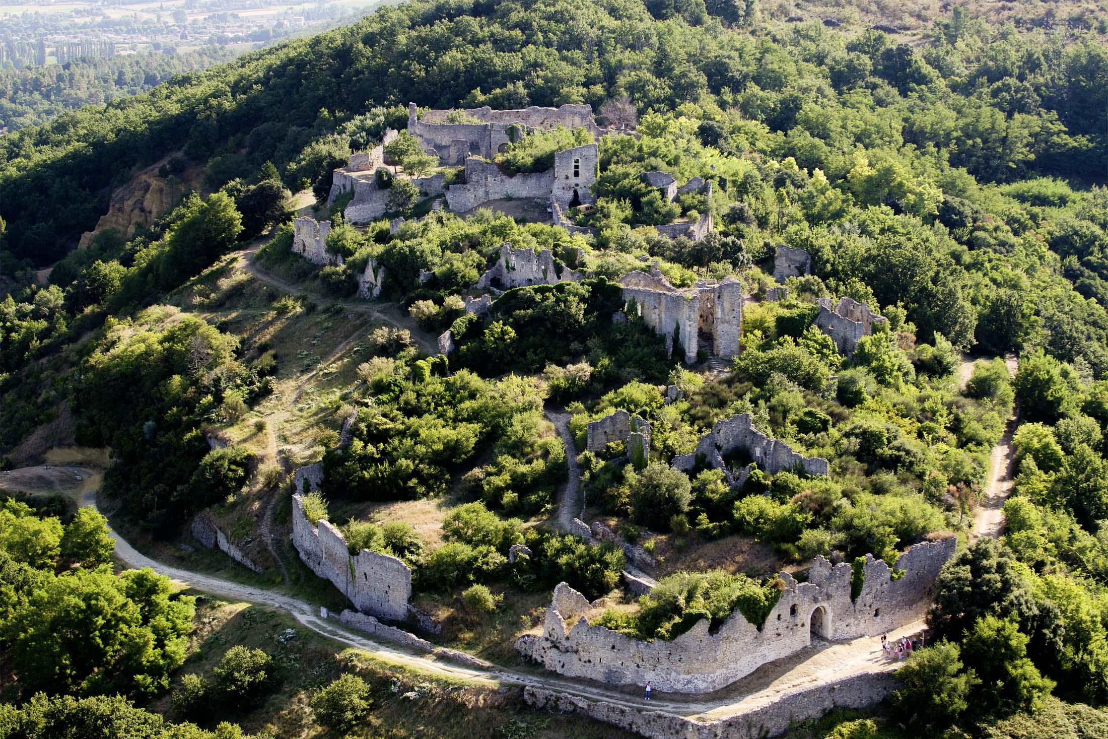 Vieux village d'Allan en Drôme Provençale