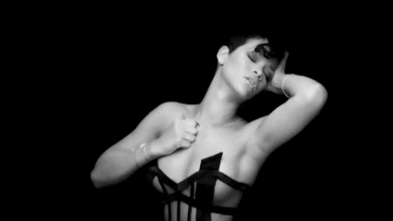 Kanye West: Paranoid Staring Rihanna