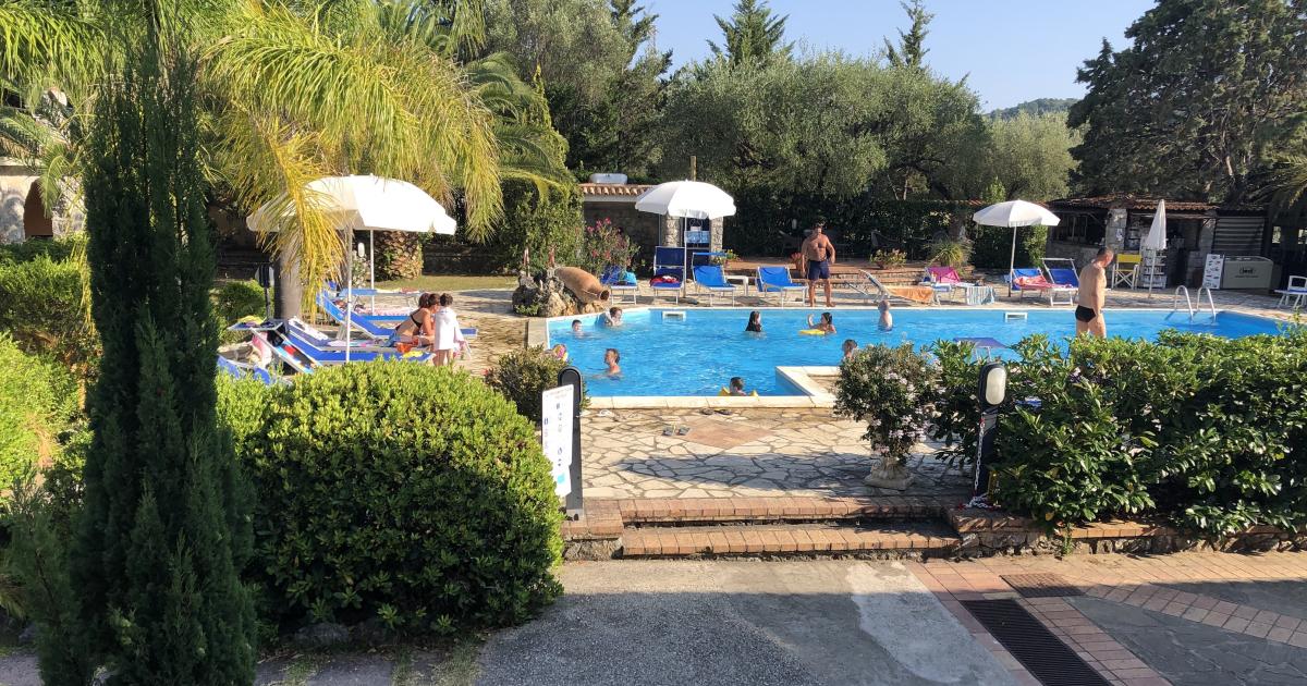 Giardino con piscina a Palinuro