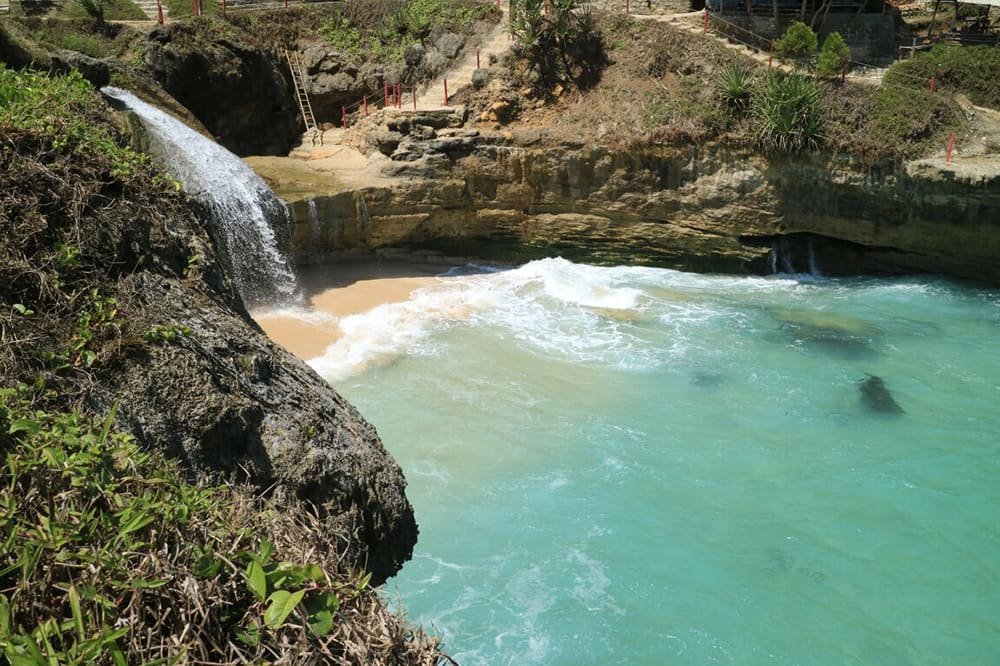 Cascade sur la plage - Java
