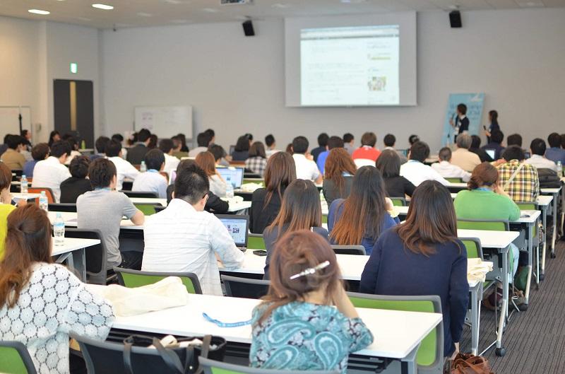 Attendees listening to speaker at WordCamp Kansai 2014