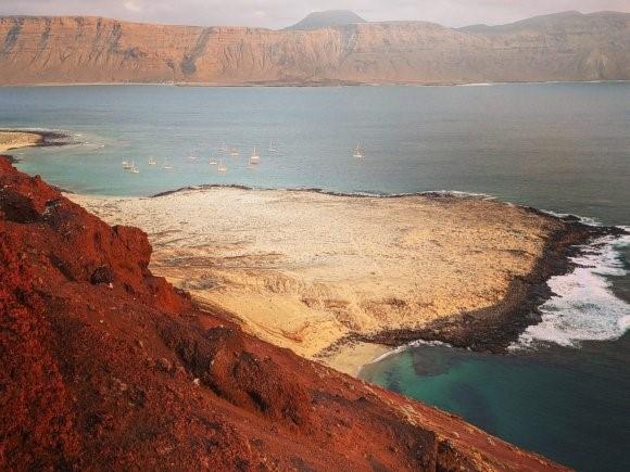 Para chegar a La Graciosa, nas Ilhas Canárias, é melhor ter seu próprio barco.