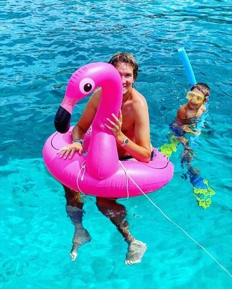 Christoph com seu flamingo