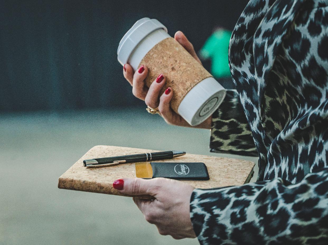 merchandiseprodukter kaffemugg penna block