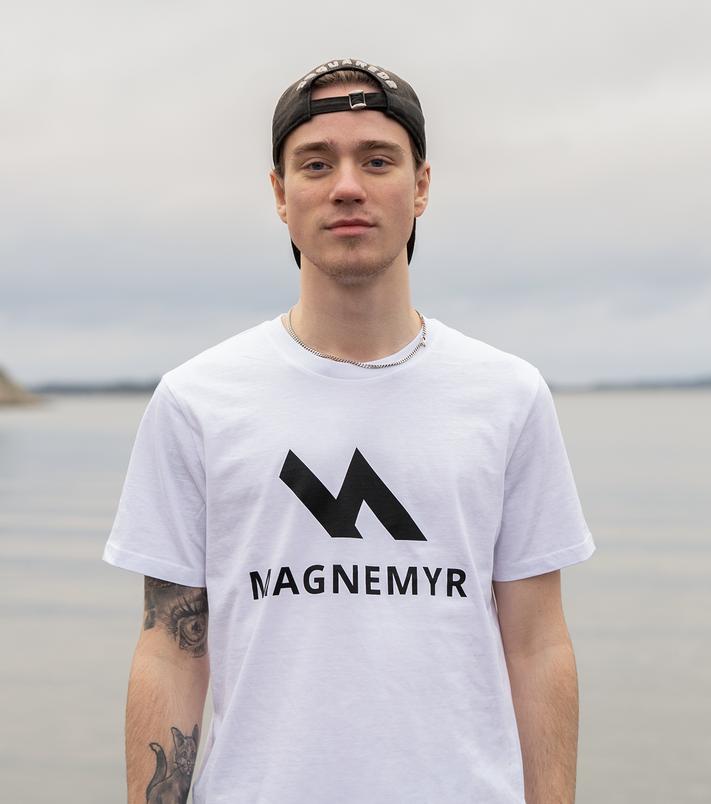 Mattias Magnemyr i vit tröja