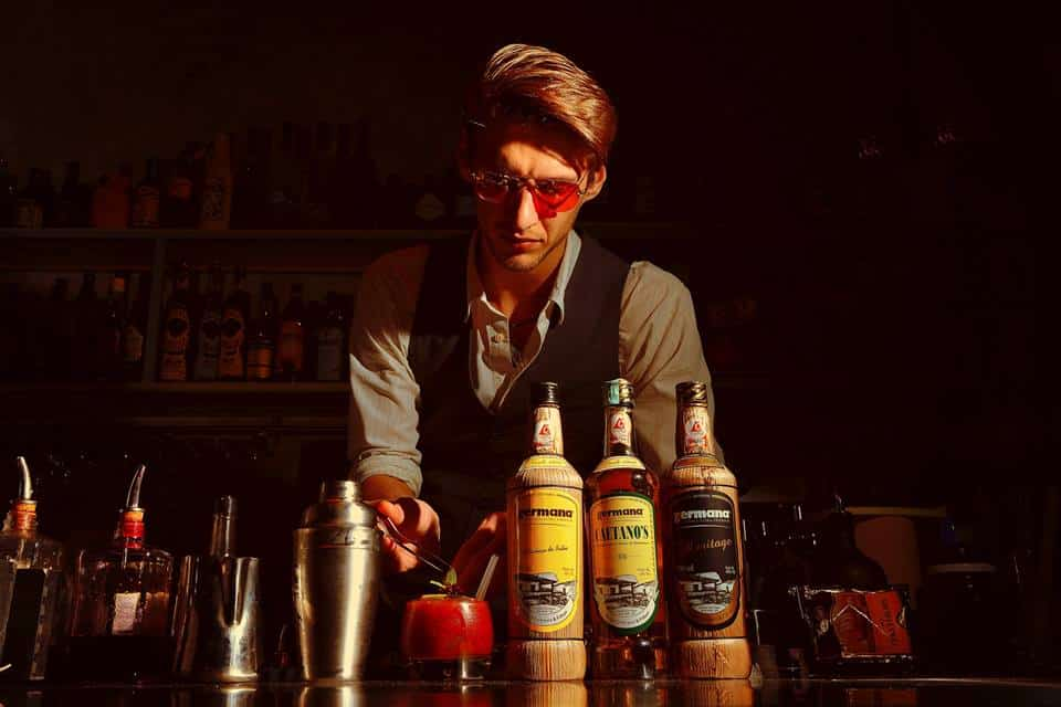 This image has an empty alt attribute; its file name is warm-up-cocktail-bar.jpg