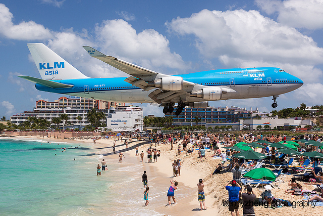 maho_plane_landing