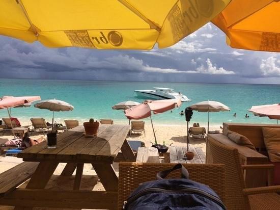 karakter-beach-bar-st-maarten
