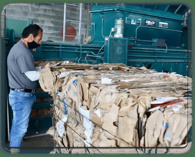 Reciclaje de desperdicios de cajas de cartón