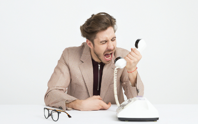 Man mit Telefon