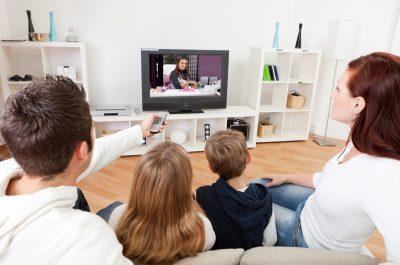 Das TV Programm und damit auch der TV ist nachwievor eines unserer Leitmedien. Laut Statista besaßen in 2017 68,27 Millionen Deutsche eines oder mehrere Fernsehgeräte.