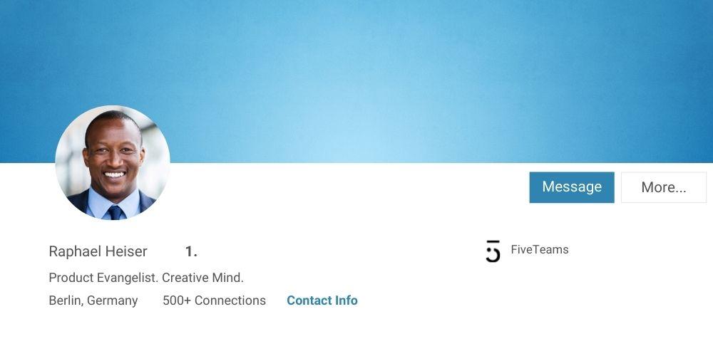 In die Kamera schauen bei LinkedIn Profilfoto als Tipp