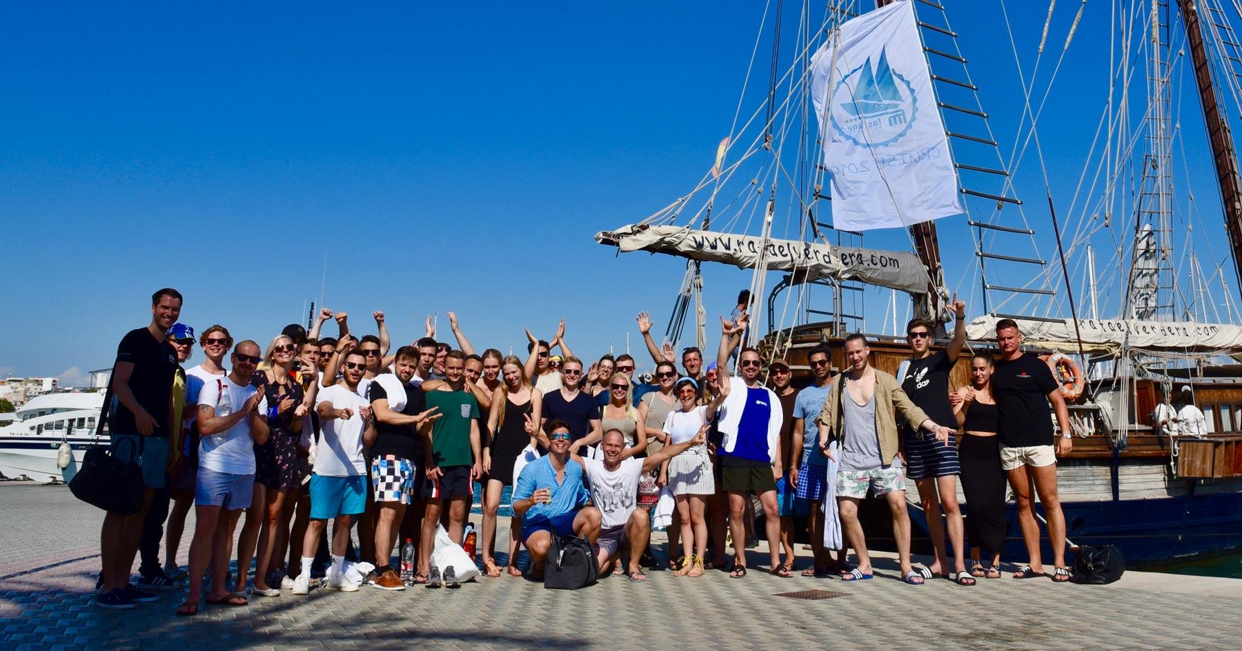 Ein Teamfoto der Fastlane Marketing GmbH, das auf einer Team-Reise auf Mallorca 2019 aufgenommen wurde.