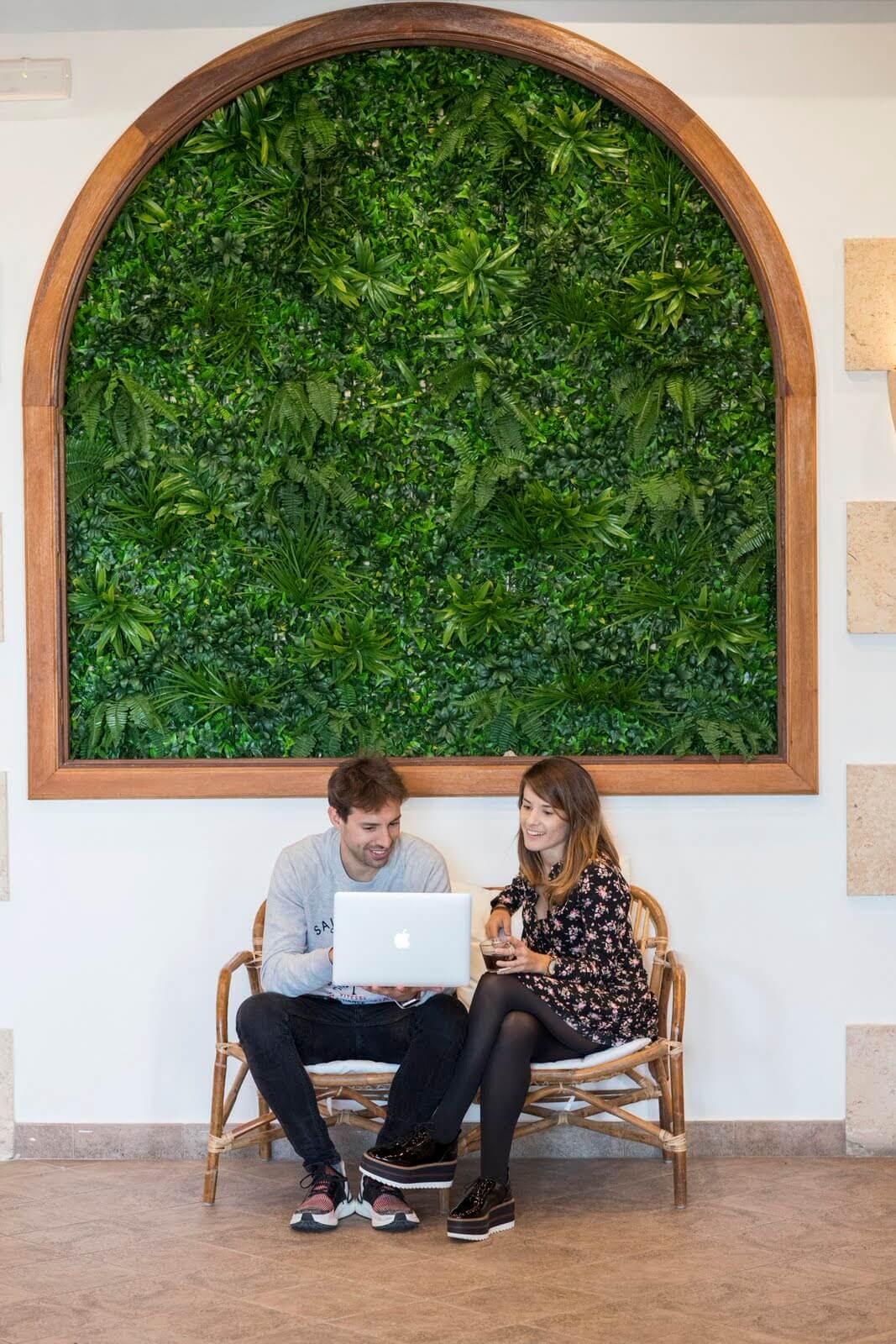 Una pareja en nuestro espacio de coworking