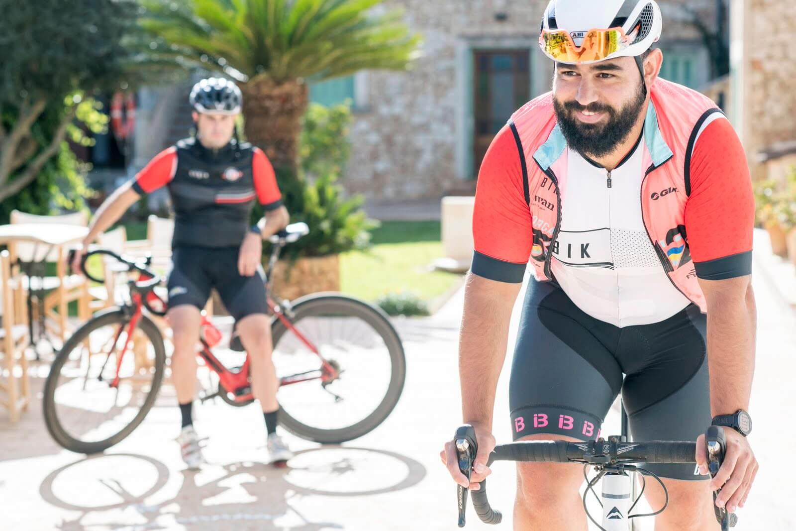 Ciclista en nuestro jardín