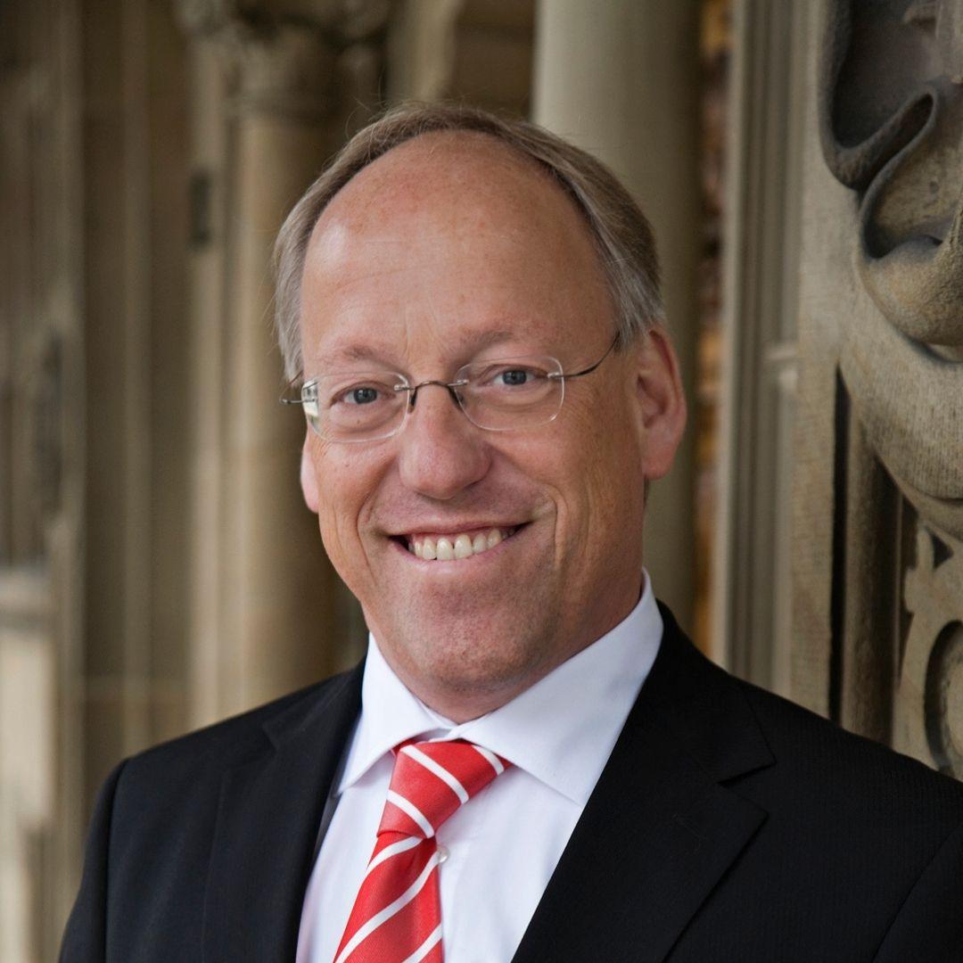 Portrait von Oberbürgermeister Pit Clausen