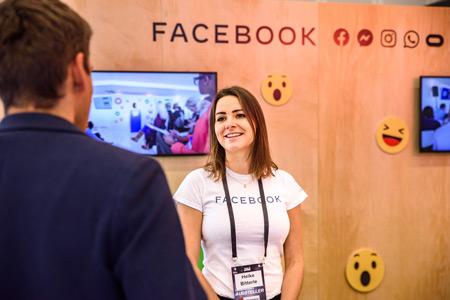 Teilnehmer bei This Is Marketing 2019 am Messestand von Facebook