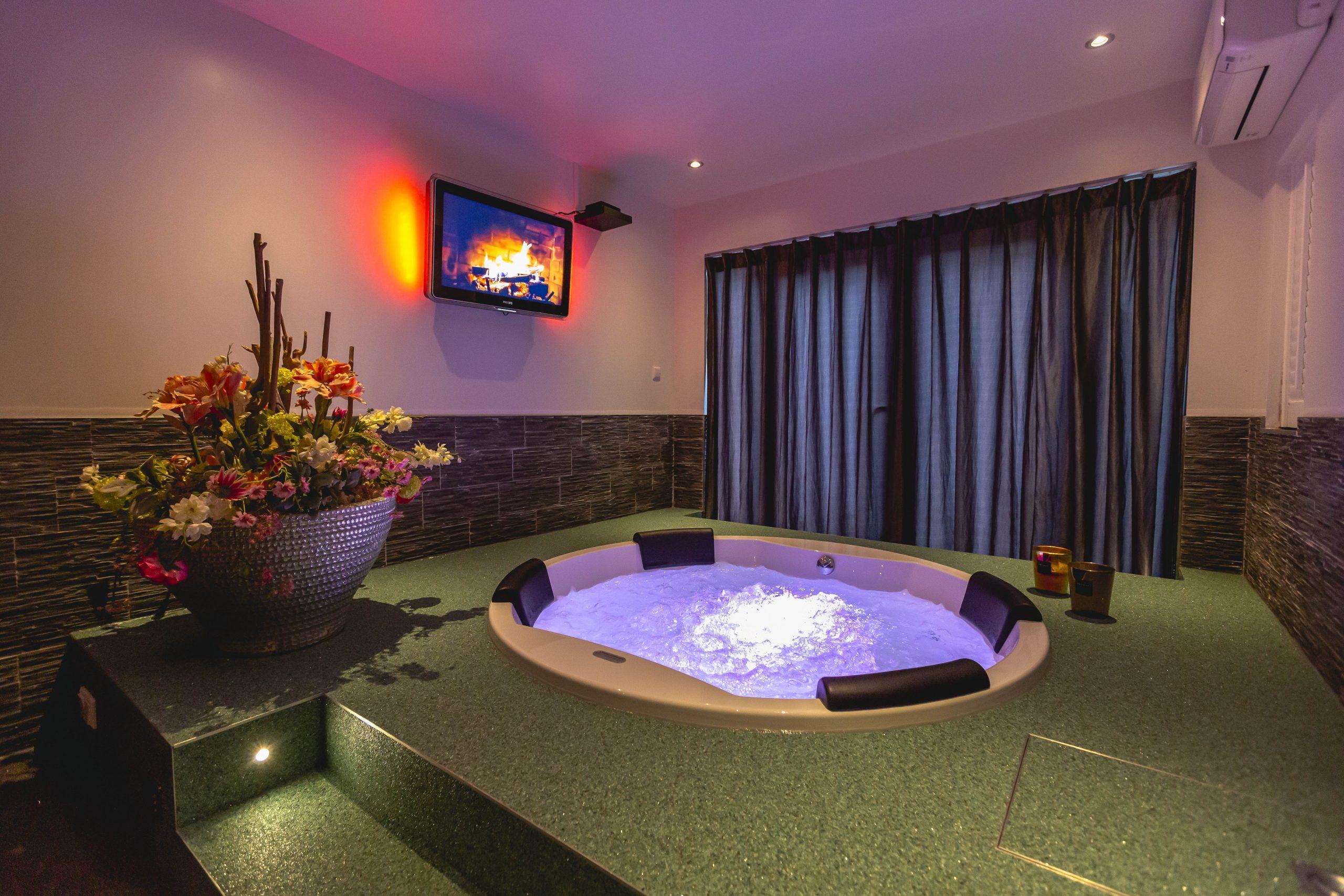 Het Gelukshuis Eindhoven met Jacuzzi en sauna. Ook hier kan je overnachten met de cadeaubon.