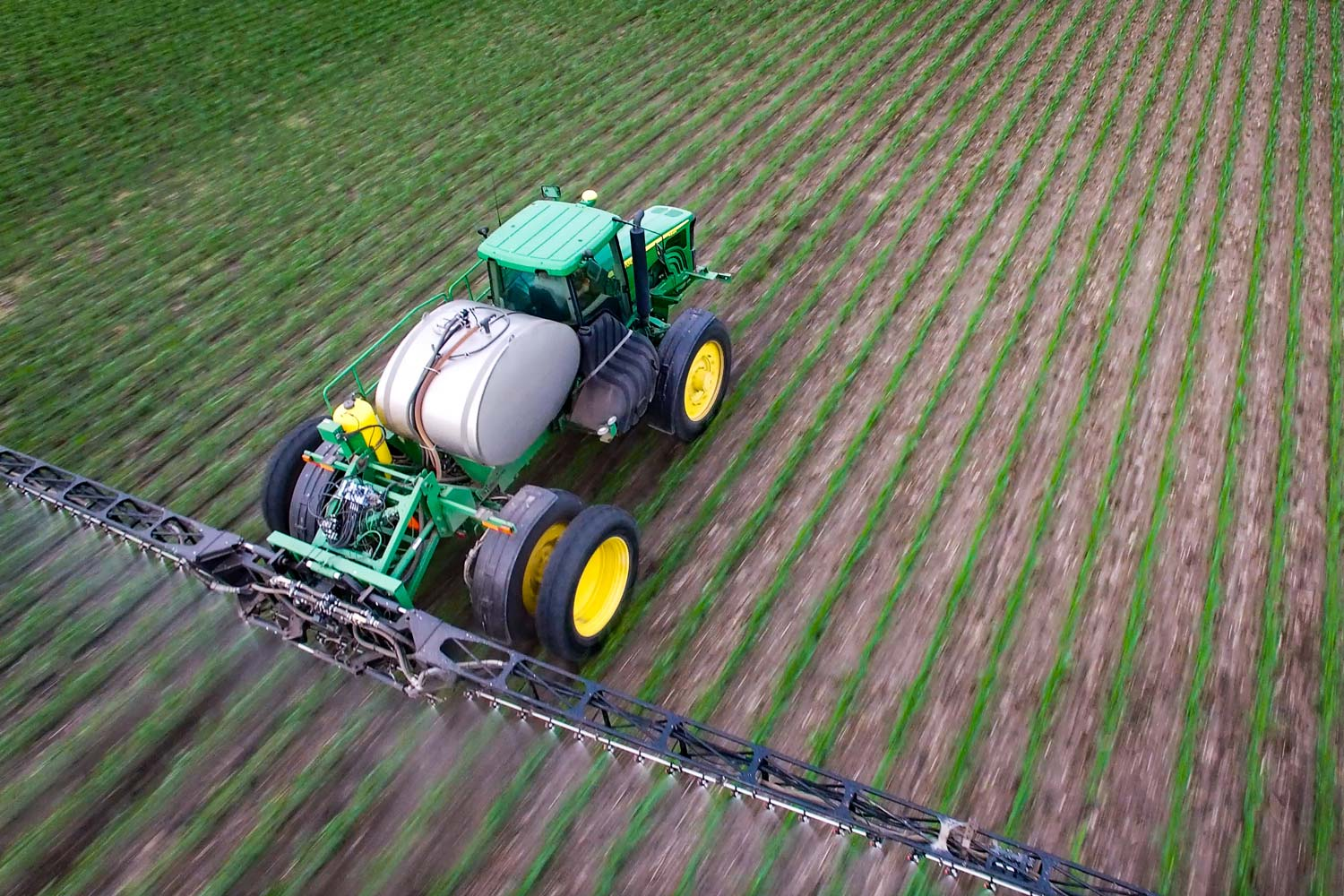 A John Deere 4920 sprayer with 380/90R46 duals on the rear only