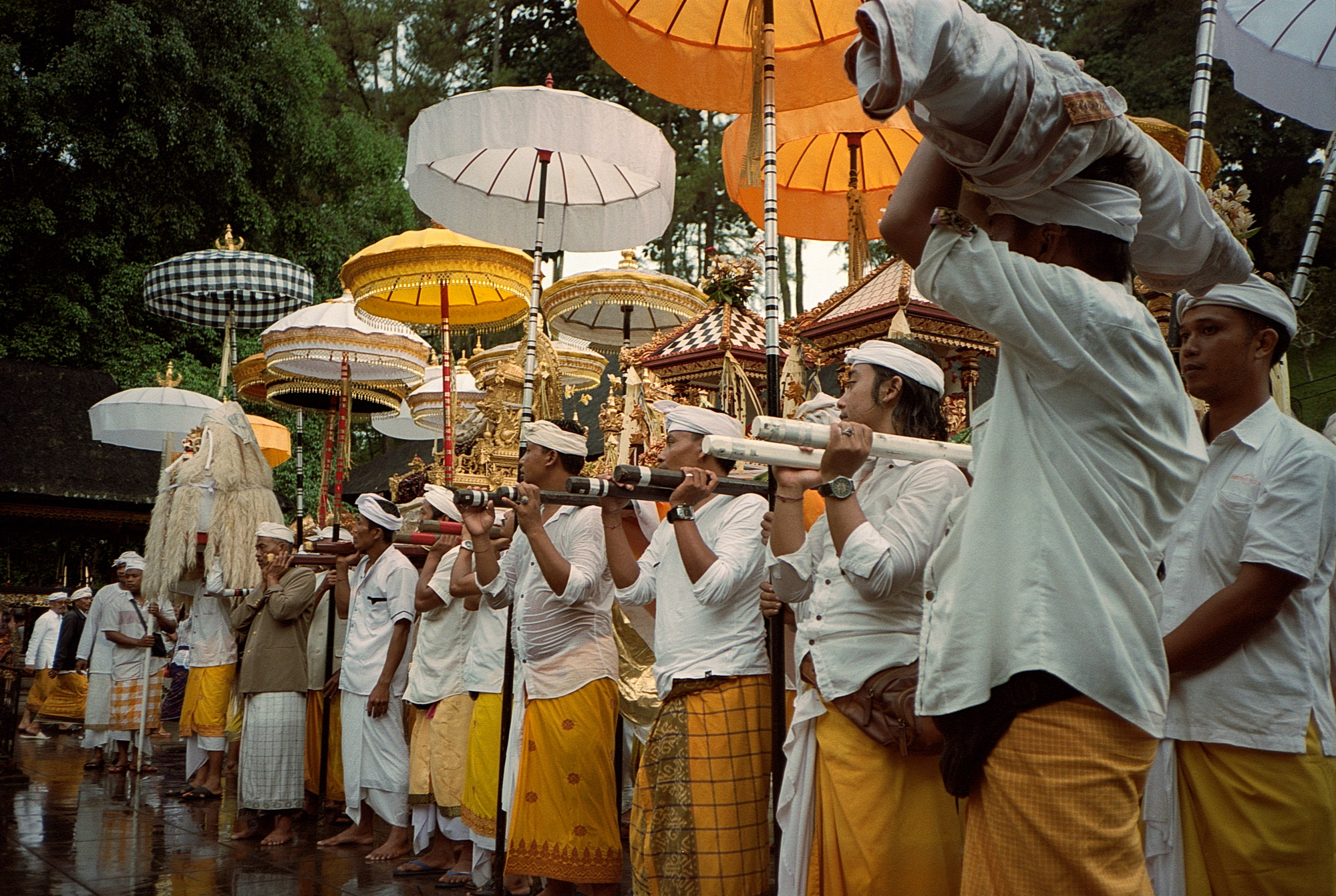 Offerings Ceremony, Tirta Empul Temple, Eastern Travels, Ubud, Photography By Ioannis Koussertari