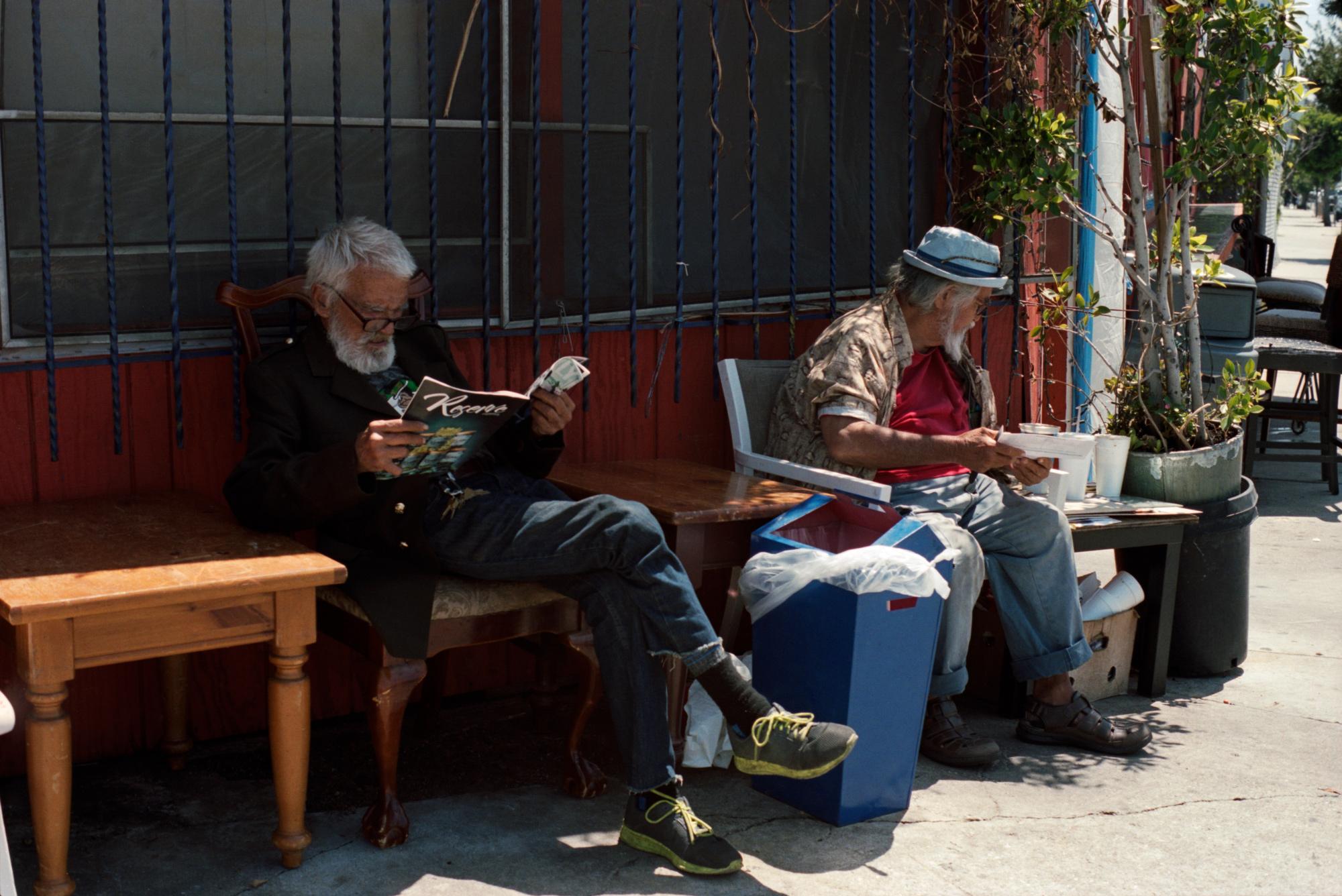 Two strangers reading, Fairfax Avenue, LA. Omg Your English, photography by Ioannis Koussertari