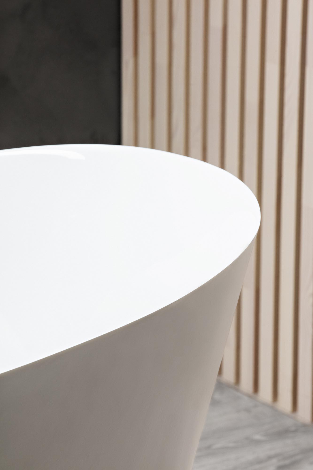 Detaljbilde av badekar i miljø.