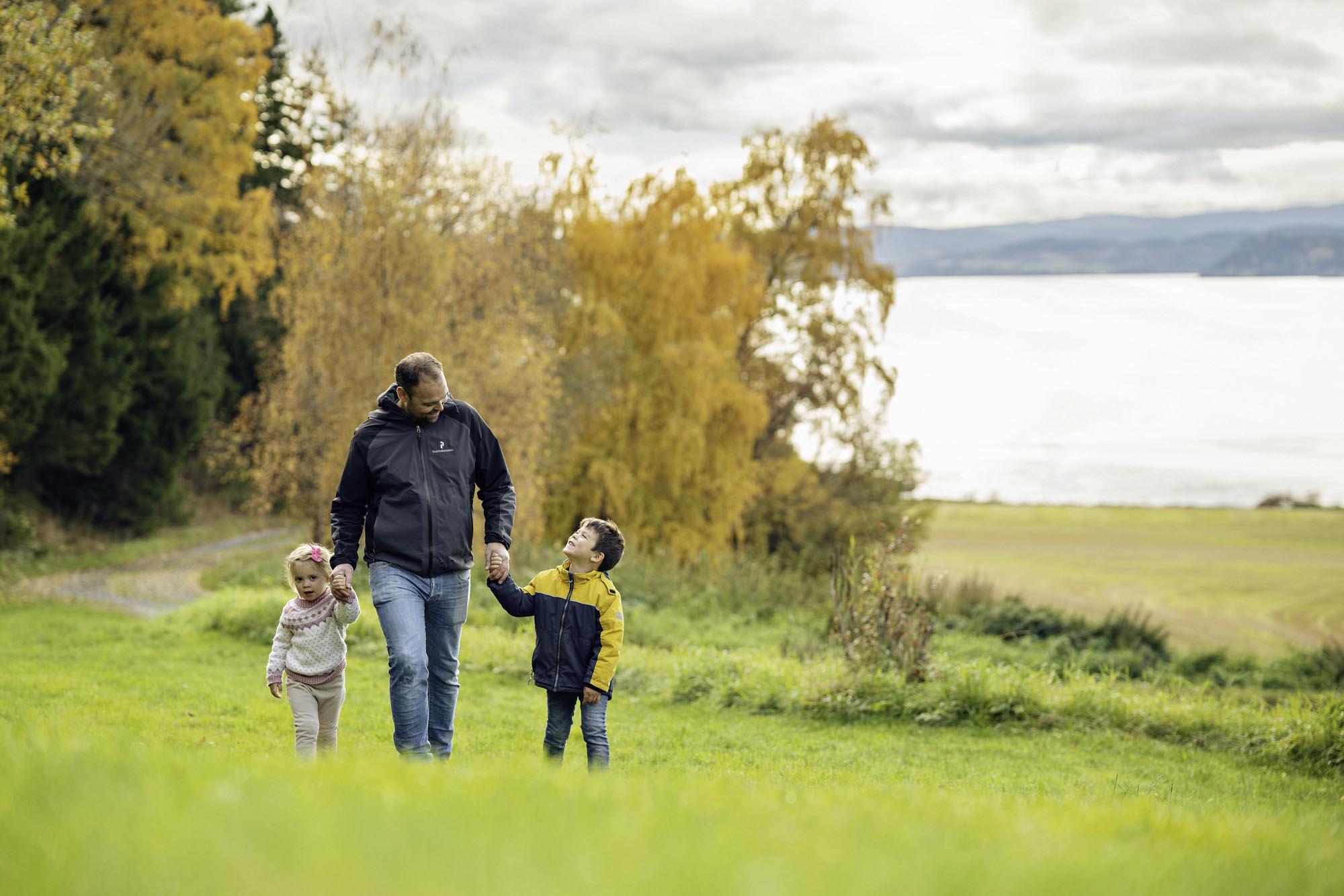 Familie på tur på Ytterøya.